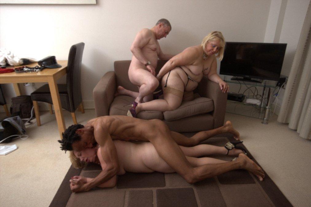 Milf threesome livingroom