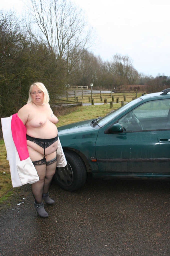 housewife flashing her pussy to doggers on a car park