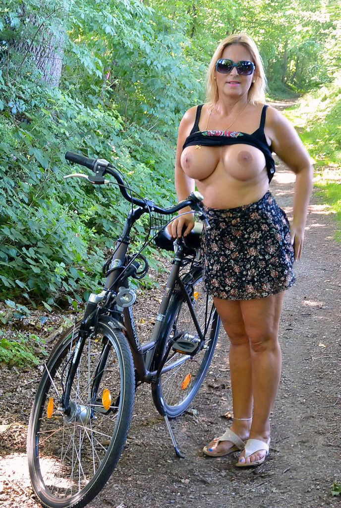 Naked Bicycle Riding 2