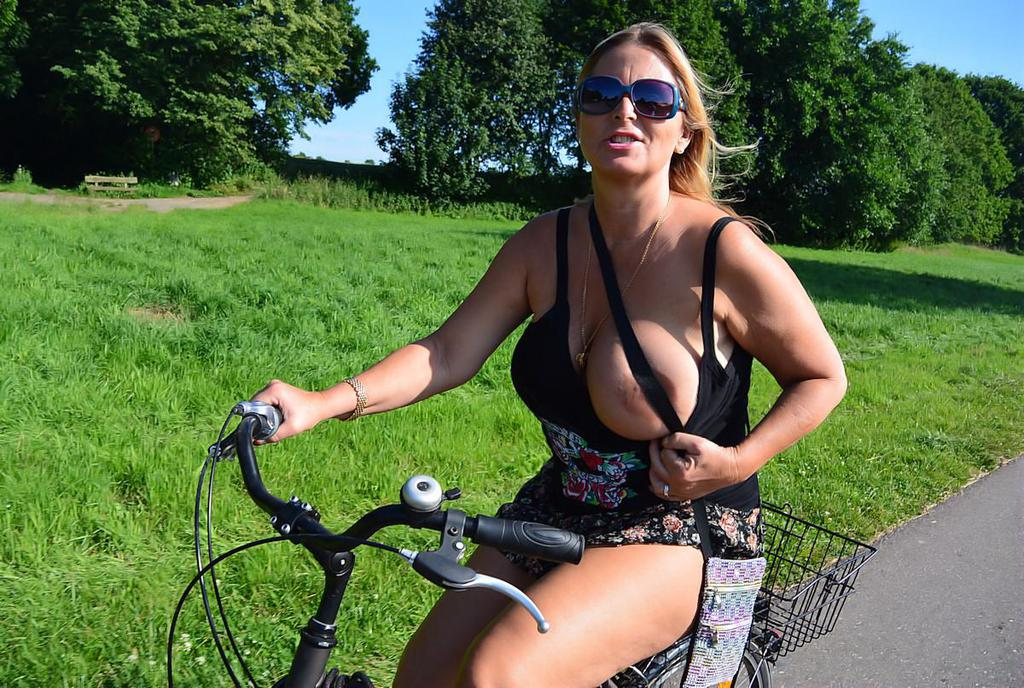 hot bicycle babe gets stuck porn